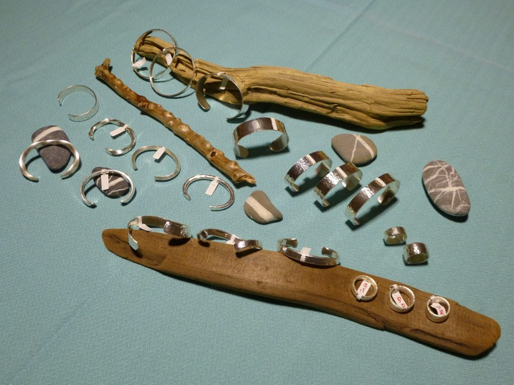 Armreifen, Armspangen und Fingerringe aus Feinsilber 999 geschmiedet