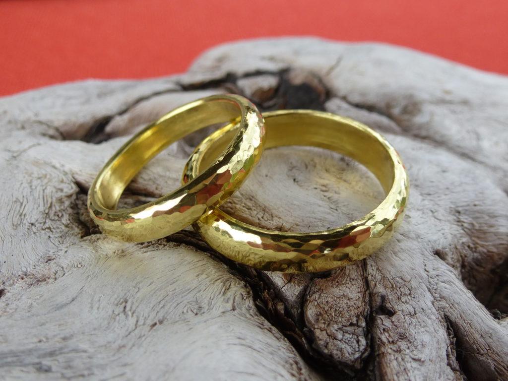 Eheringe aus Schweizer Naturgold
