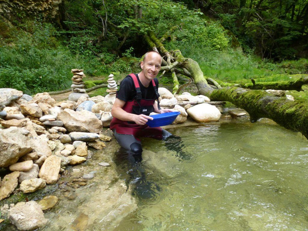 Ich beim Goldsuchen - Schweizer Naturgold